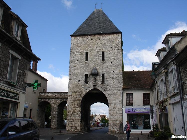De fontainebleau avon moret sur loing randonn e shunrize - La porte de bourgogne moret sur loing ...