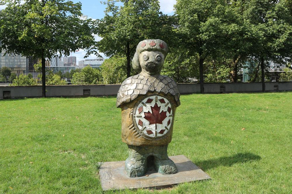 Bronze Les enfants du Monde par Rachid Khimoune parc de Bercy