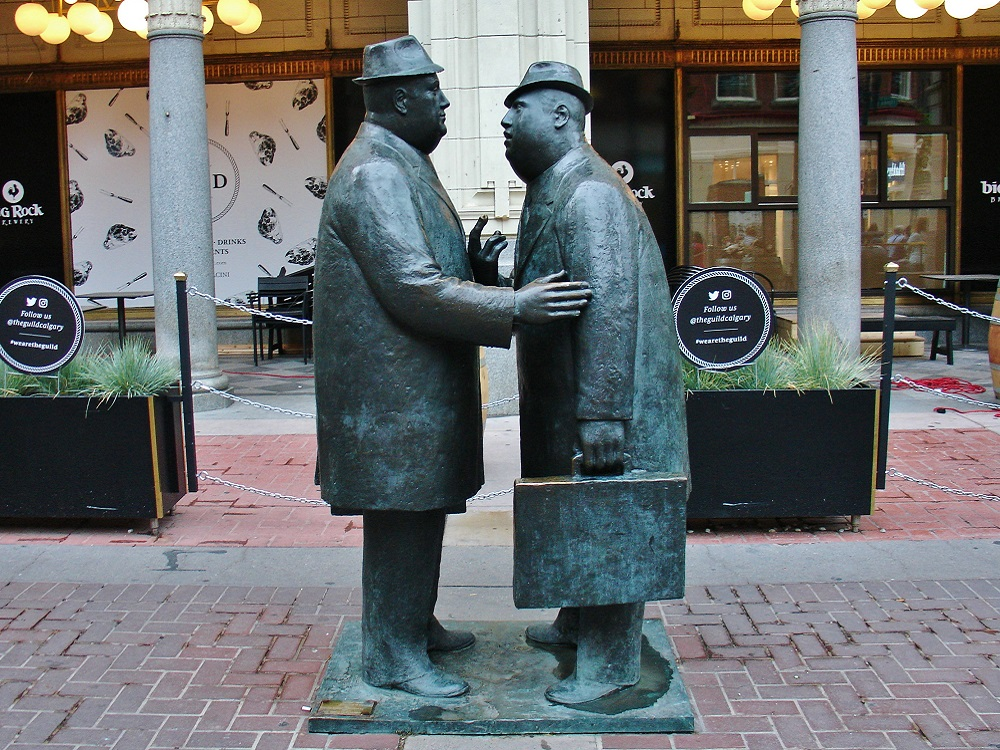 statue the conversation de william McElcheran à calgary
