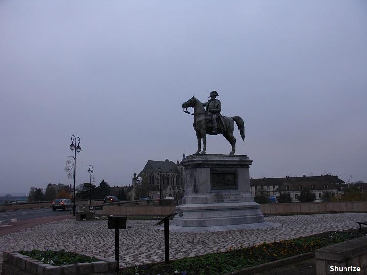 statue équestre de Napoléon 1er à Montereau-Fault-Yonne