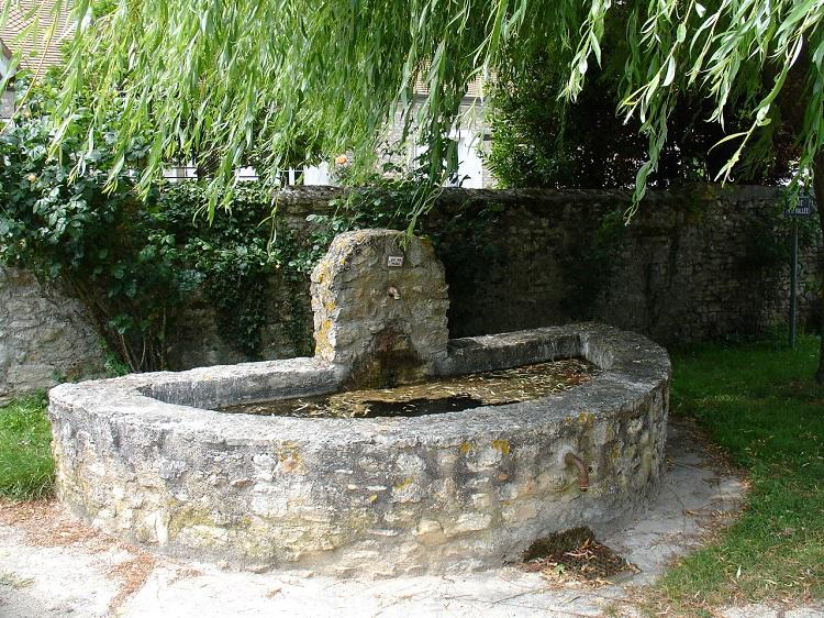 Fontaine à Jouy-Monvoisin