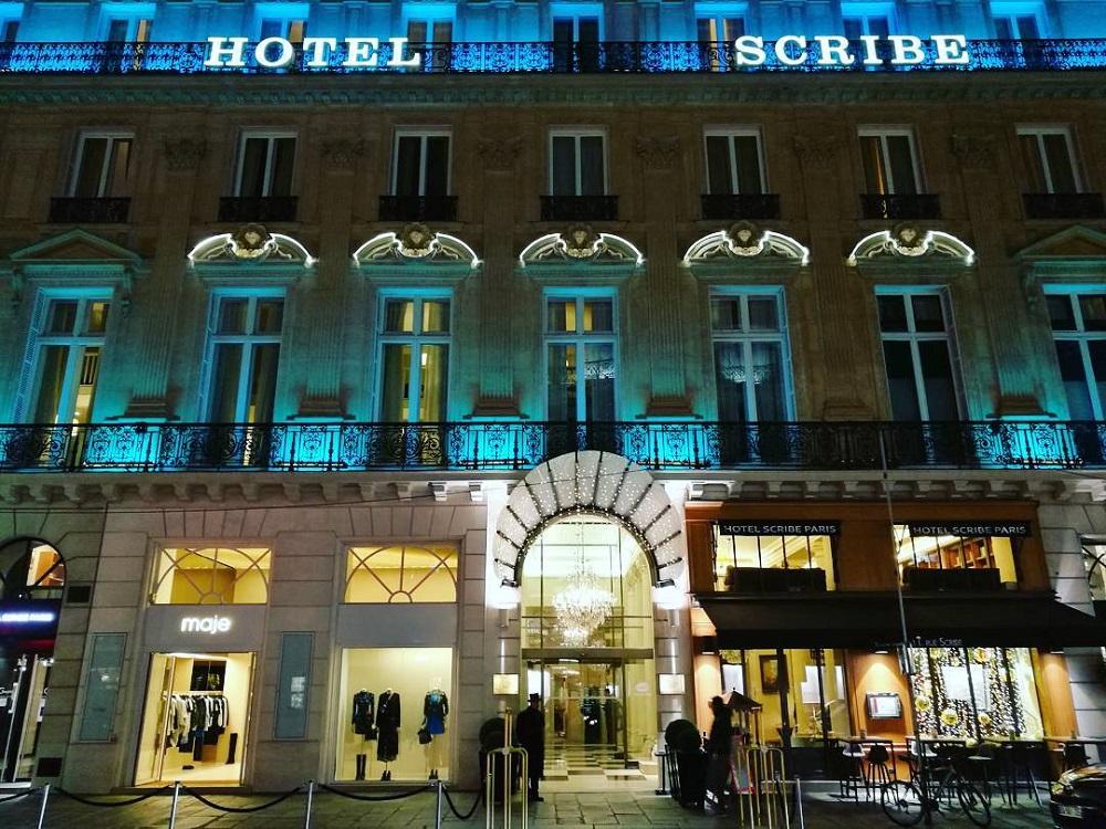 hotel scribe façade de nuit en décembre