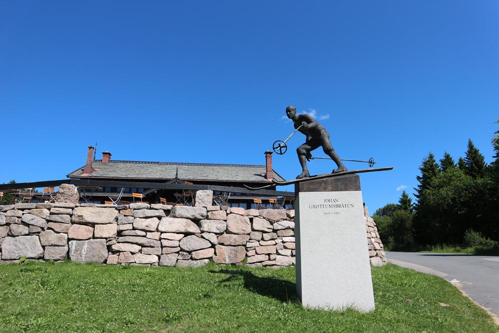 statue de Johan Hagbart Pedersen Grøttumsbraaten à Frognerseteren