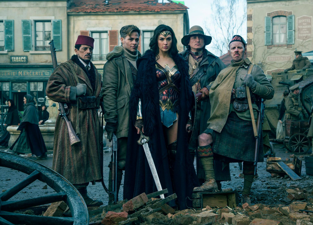 Gal Gadot, Chris Pine, Said Taghmaoui, Ewen Bremner et Eugene Brave Rock dans Wonder Woman