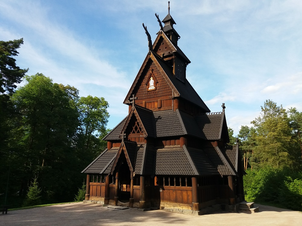 église en bois debout de Gol